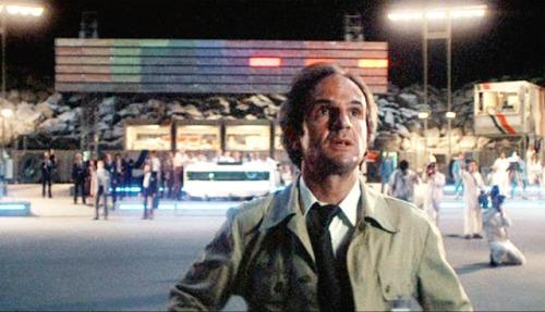"""Il regista Francois Truffaut interpreta Jacques Vallée nel film """"Incontri Ravvicinati del Terzo Tipo""""."""