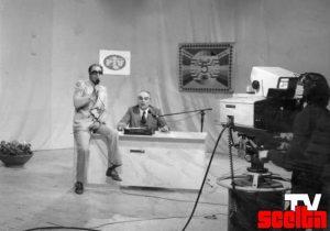 """Enzo Buscemi ed Eufemio Del Buono durante una puntata del 1979 di """"Noi e gli UFO""""."""