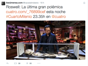 José Antonio Caravaca con la ricostruzione presentata in TV in Spagna durante il programma Cuarto Millenio.