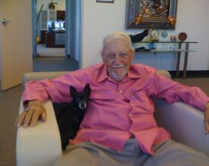 Il colonnello Wendelle Stevens nell'ufficio di John Rao, Open Minds, a Tempe, AZ. (foto: Maurizio Baiata)