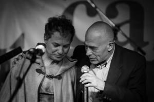"""Jerry Cutillo e Maurizio Baiata durante il """"Rockbook"""" al Caffè Letterario di Roma. Foto: Giulio Speranza"""